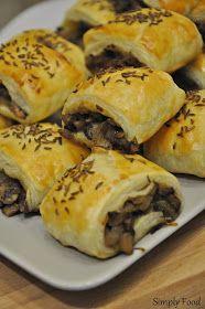 Simply Food: Paszteciki z ciasta francuskiego z pieczarkami Spanakopita, Cheesesteak, Appetizers, Ethnic Recipes, Food, Pies, Recipes, Snacks, Meal
