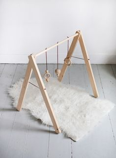 Why not make this simple and stylish DIY baby gym that can be handed down for generations to come? http://petitandsmall.com/diy-wooden-toys-kids-make/
