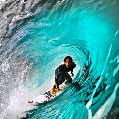 Surfing through the narrowing tube is an exhilirating experience Surfer Guys, Soul Surfer, Big Wave Surfing, Base Ball, Surfing Pictures, Skate Surf, Surf Art, Surfs Up, Surf Girls