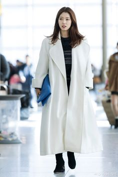 Park Shin Hye Shines in Winter White at Airport Headed to Hong Kong for Chanel E. - Park Shin Hye Shines in Winter White at Airport Headed to Hong Kong for Chanel Event – A Koala' - Lee Bo Young, Park Bo Young, Yoo Ah In, Joo Won, Jong Suk, Lee Jong, Park Shin Hye, Airport Style, Airport Fashion
