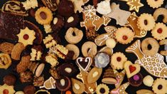 Sugar and Spice and Everything Nice… Christmas Gingerbread, Gingerbread Cookies, Christmas Cookies, Christmas Eve Dinner, Christmas Drinks, Christmas Meals, Braided Bread, Sweet Butter, Roasted Meat