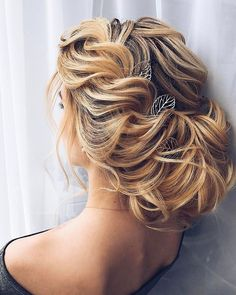 Gorgeous bridal hairstyles ,Wedding hairstyle updo   updo hairstyle #messyupdo #bridalupdo #weddinghairstyle #weddingupdo #chignon #weddinghairstyles #bridehair #upstyle #updohairstyles #weddinghair