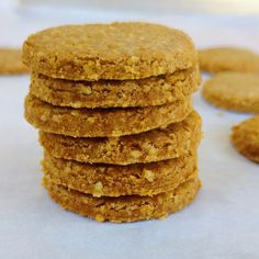 Crunchy , delicious biscuits made with whole wheat flour and oats! Digestive Cookie Recipe, Cookie Recipe Uk, Digestive Cookies, Digestive Biscuits, Indian Biscuit Recipe, British Biscuit Recipes, British Biscuits, Whole Wheat Cookies, Whole Wheat Biscuits