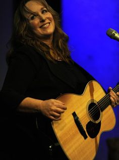 "On Saturday afternoon, the Country Music Hall of Fame and Museum hosted Gretchen Peters as part of the ""Poets and Prophets"" interview series it conducts with songwriters who have made ""significant contributions to country music history."""