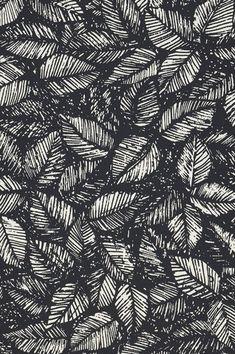 Il fogliame eccentrico in bianco crema e nero è semplicemente sbalorditivo. Questa carta da parati con motivi floreali è un ottimo esempio di simbolismo, un'arte che si basa sullo studio del subconscio e della fantasia. Black Pattern, Pattern Art, Black Wallpaper, Wallpaper Backgrounds, Wallpapers, Textures Patterns, Print Patterns, Geometric Patterns, Floral Pattern Wallpaper