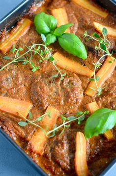 Hakkebøffer i paprika grøntsagssovs - Maria Silje Danish Food, Mince Meat, Pot Roast, Food And Drink, Yummy Food, Beef, Meals, Ethnic Recipes, Desserts