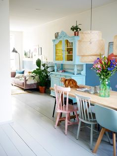 Living Room Inspiration, Interior Inspiration, Living Room Interior, Living Room Decor, Shabby, White Wooden Floor, Pastel Interior, Dining Room Colors, Quirky Home Decor