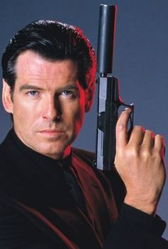 James Bond (Pierce Brosnan).
