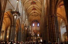Catedral de Santa María la Real de Pamplona. Es un conjunto arquitectónico eclesiástico único, por tratarse del complejo catedralicio más completo que se conserva en España. Presenta las edificaciones habituales en otras catedrales como iglesia, claustro y sacristías, pero además conserva la cillería, refectorio, sala capitular y dormitorio, que son más propias de la vida común a la que estaba sujeto su cabildo y que a lo largo de los siglos se han ido derribando en otras catedrales…