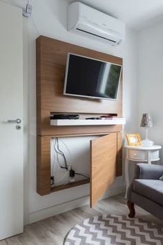 Modern TV Wall Mount Ideas For Your Best Room - ARCHLUX.NET TV Wall Mount Ideas for Living Room, Awesome Place of Television, nihe and chic designs, modern decorating ideas Tv Wall Design, House Design, Diy Casa, Living Room Tv, Tv On Wall Ideas Living Room, Wall Mounted Tv, Small Spaces, Small Rooms, Small Apartments
