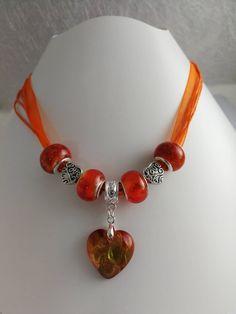Collier charm's organza orange avec coeur en lampwork  réf 857 de la boutique perlesacoco sur Etsy