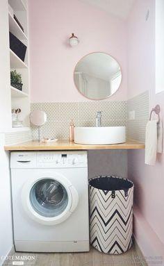 regardsetmaisons: Comment installer un lave linge dans une petite salle de bain avec un petit budget Laundry Room Bathroom, Ikea Bathroom, Tiny House Bathroom, Laundry Room Design, Bathroom Design Small, Bathroom Interior, Budget Bathroom, Bathroom Ideas, Serene Bathroom
