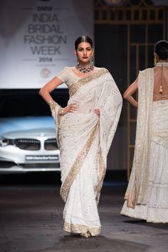 Sari by Meera Muzaffar Ali at India Bridal Fashion Week 2014 Indian Designer Sarees, Indian Designer Outfits, Indian Outfits, Indian Designers, Indian Wedding Gowns, Indian Bridal, Wedding Sari, Latest Indian Saree, Indian Saris