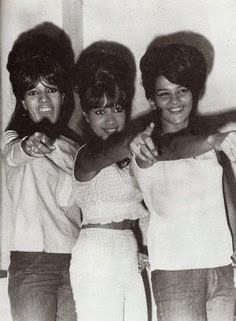 30 Fascinating Vintage Photographs of The Ronettes in the ~ vintage everyday The Ronettes, Soul Music, My Music, Ronnie Spector, American Bandstand, Talent Show, Girl Bands, Motown, Celebs