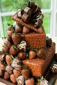 Just looking at the photo of this cake? I can smell the chocolate! Would love to have a slice.or - [someone else's caption] (Pretty Chocolate Cake) Gorgeous Cakes, Pretty Cakes, Amazing Cakes, Cookies Cupcake, Cupcake Cakes, Chocolate Strawberry Cake, Chocolate Cake, Chocolate Covered, Chocolate Strawberries