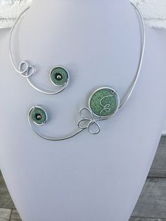 Your place to buy and sell all things handmade Wire Bracelets, Wire Necklace, Green Necklace, Collar Necklace, Stone Necklace, Bridesmaid Jewelry, Wedding Jewelry, Bridesmaids, Funky Jewelry