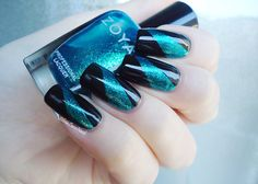 Beautiful black and teal nail art!