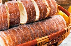 Erdélyi kürtőskalács – Travel to Transylvania Hungarian Cuisine, Hungarian Recipes, Sweet Recipes, Cake Recipes, Cake Festival, Croissant Bread, Chimney Cake, Tasty Kitchen, Something Sweet