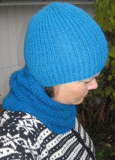 Judith sin strikkeblogg: En rett og en vrang... Knitted Hats, Winter Hats, Knitting, Fashion, Threading, Moda, Tricot, Fashion Styles, Knit Caps