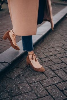 — Mode and The City Pretty Shoes, Beautiful Shoes, Cute Shoes, Me Too Shoes, Sock Shoes, Shoe Boots, Shoes Heels, Look Fashion, Fashion Shoes