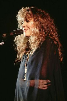 """Stephanie """"Stevie"""" Nicks is a singer-songwriter known for her career with Fleetwood Mac which gave the band their only U. Lady Gaga, Buckingham Nicks, Stephanie Lynn, Stevie Nicks Fleetwood Mac, Stevie Nicks Young, Stevie Ray, My Sun And Stars, Look Vintage, Vintage Stuff"""