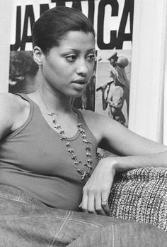 + Phyllis Hyman looks like the singer Jazmine Sullivan to me Music Icon, Soul Music, Phyllis Hyman, Vintage Black Glamour, Vintage Glam, Black Celebrities, Celebs, My Black Is Beautiful, Beautiful Voice