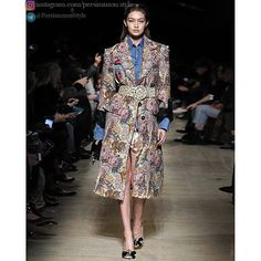 ... A look from the Miu Miu spring fashion show نمايي از فشن شوي بهار برند Miu Miu  #MiuMiu #classylady #fashion #fashionshow #model #mode #persimmon #be_persimmon #PersimmonStyle by persimmon.style
