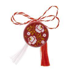 Broșă mărțișor pin cu flori albe brodate Christmas Ornaments, Holiday Decor, Home Decor, Decoration Home, Room Decor, Christmas Jewelry, Christmas Decorations, Home Interior Design, Christmas Decor
