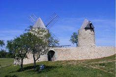 Haut-Var, les deux moulins de Régusse