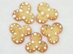 Ingefærsmåkager med appelsin og pistacie - brugte smuttede mandler i stedet for pistachie og tilsatte en knsp salt og lidt ekstra ingefær
