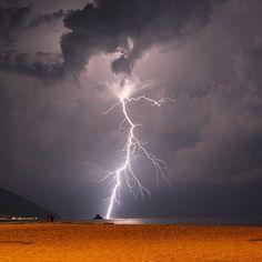 Per Giove! Preso al primo colpo!  (Con Canon 550D) #tuoni #fulmini e #saette #lightning #thunder #storm
