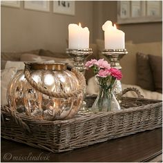 New ideas for home decoratie dienblad Home Coffee Tables, Coffee Table Styling, Decorating Coffee Tables, Small Room Bedroom, Bedroom Decor, Table Centerpieces, Table Decorations, Decoration Chic, Table Decor Living Room
