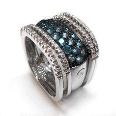 #Joyería Larrabe: Sortija de oro blanco, diamantes y topacios.   #sortija #anillo #moda #mujer