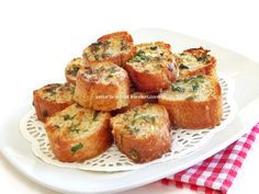 sarımsaklı kızarmış ekmek italyan mutfağına ait nefis bir lezzet.sarımsaklı ekmeği sabah kahvaltılarında ızgara menüsünde ve sa...