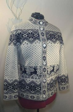Cardigan for adult with deer pattern