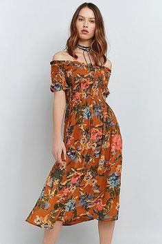 Kimchi Blue Picnic Printed Off-The-Shoulder Midi Dress   Women   Dresses   Day Dresses   Urban Outfitters   New In #UOonYou #UrbanOutfitters #UOEurope
