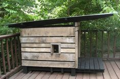 pallet dog house - get the stink and dog hair OUTSIDE! ; )