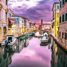 Venice in A Weekend Venice, Italy Is a Remarkable City to Visit Venice in A Weekend. Hotels in Venice, Italy offer the visitor hundreds from which to choose.