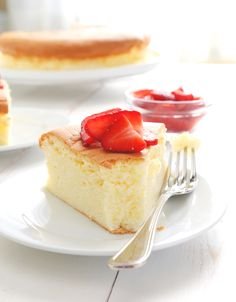 Currently cravings this! The perfect marriage of sponge cake and cheesecake, this Gluten Free Japanese Cheesecake is the tender, creamy cake you didn't even know you were craving. Make it tonight! Patisserie Sans Gluten, Dessert Sans Gluten, Gluten Free Sweets, Gluten Free Cakes, Gluten Free Cooking, Gluten Free Recipes, Gluten Free Sponge Cake, Flour Recipes, Gf Recipes