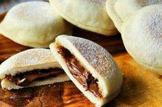 Le focaccine di nutella in padella sono morbidissime e facili da preparare. Una ricetta ideale per preparare una merenda veloce e golosa che piacerà tanto ai bambini e non solo! Ecco come prepararle.