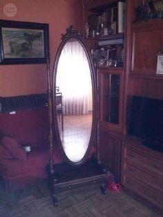 . Vendo vitrina antigua, espejo de cuerpo entero con cajon en la parte inferior y pareja de candelabros de bronce y peana de marmol