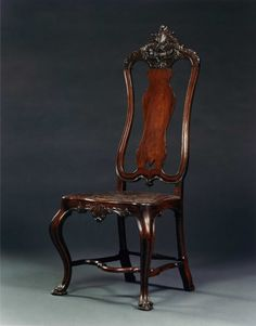 9138 – AN EXTREMELY FINE PAIR OF JOSÉ I CARVED JACARANDA SIDE CHAIRS | Carlton Hobbs New York