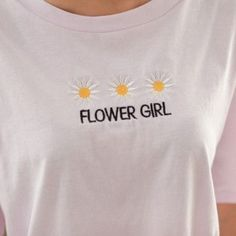 trendy t-shirt embroidery girls Look Fashion, Fashion Outfits, Diy Vetement, Flower Shirt, T Shirt Flowers, Mein Style, Look Cool, Diy Clothes, Style Me