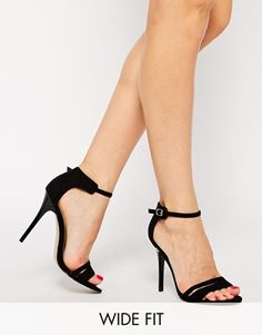 ASOS – HOSTESS – Absatzsandalen in weiter Passform