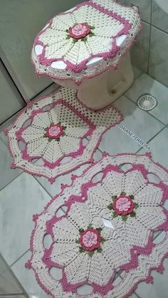 Captivating All About Crochet Ideas. Awe Inspiring All About Crochet Ideas. Crochet Mat, Crochet Rug Patterns, Crochet Squares, Crochet Home, Filet Crochet, Crochet Designs, Crochet Crafts, Crochet Doilies, Crochet Flowers