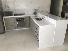 Carrara, Blue Kitchen Paint, Bar Counter Design, Kitchen Design, Kitchen Decor, Kitchen Organisation, Painted Floors, Open Kitchen, Kitchen Remodel