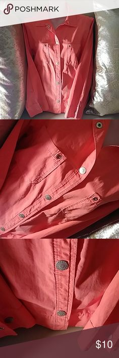 WOMENS SHIRT SIZE S CUTE PINK SNAP DOWN SHIRT %100 COTTON, CAN BE WORN AS A JACKET WITH SOMETHING LIGHT UNDERNEATH💝SIZE S FRESH PRODUCTS Tops Button Down Shirts