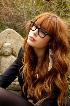 love her hair Hair color Pin Curl Technitque red hair ? Layered Hair With Bangs, Long Hair With Bangs, Long Layered Hair, Straight Bangs, How To Cut Bangs, Bangs Long Hair Round Face, Short Copper Hair, Golden Copper Hair, Light Copper Hair