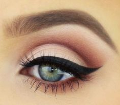 beautiful pink eyeshadow with pretty bold eyeliner. GOALS, lovely pink eyeshadow with fairly daring eyeliner. GOALS lovely pink eyeshadow with fairly daring eyeliner. GOALS lovely pink eyeshadow with fairly da. Sleek Makeup, Love Makeup, Makeup Inspo, Makeup Inspiration, Flawless Makeup, Makeup Style, Casual Makeup, Perfect Makeup, Pretty Makeup Looks