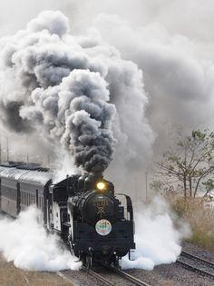 蒸気機関車の投稿写真。タイトルは爆煙